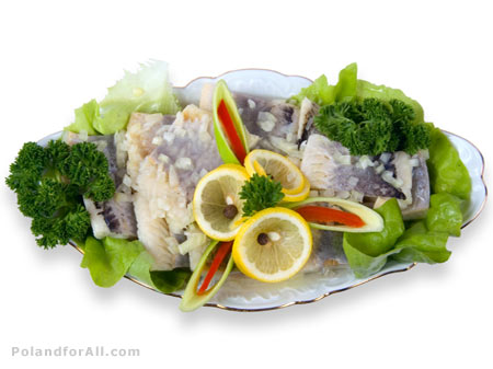 Herrings with lemon, onion and lettuce