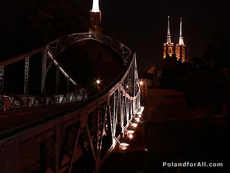 Tumski bridge and St John the Babtist cathedral at night